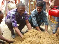 堆肥づくりを見学