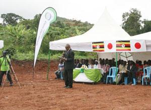 ウガンダの協同組合を通じた収入創出